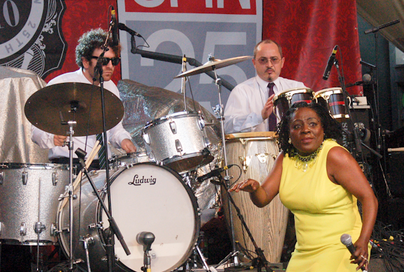 Sharon Jones Dap-Kings-9
