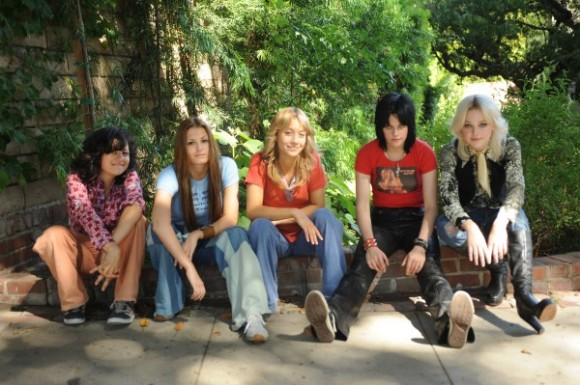the_runaways_movie_image_dakota_fanning_kristen_stewart-1-600x399