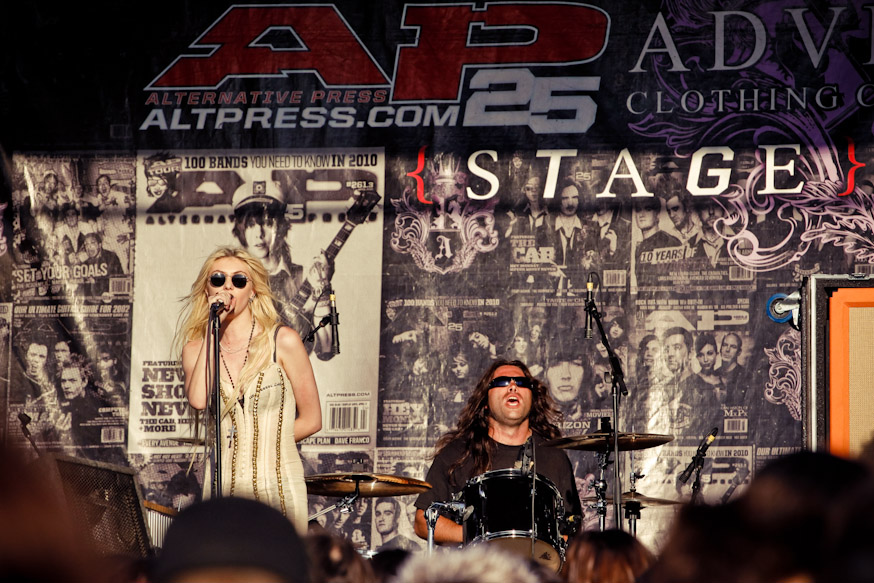 Most know her from her show Gossip Girl, but Taylor Momsen rocks the stage with the Pretty Little Reckless
