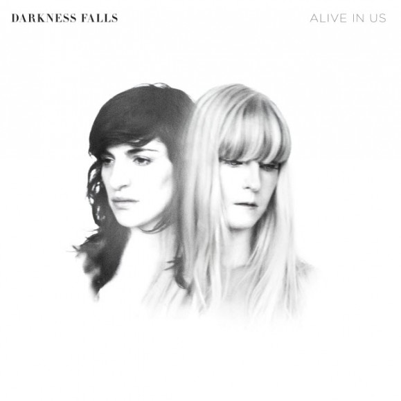 31-darkness-falls-alive-in-us