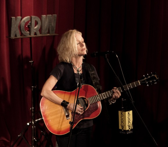 Shelby Lynne by Larry Hirshowitz