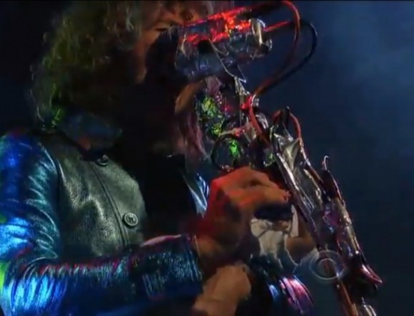 The-Flaming-Lips-on-Letterman-608x466