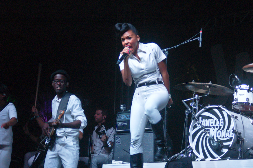Janelle Monae singing her heart out at the Gobi Tent