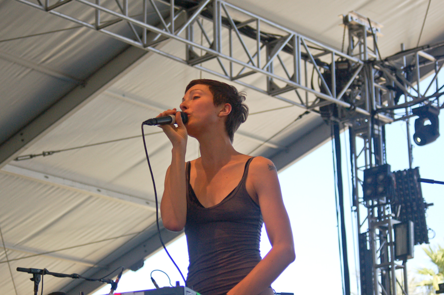 Polica makes an early afternoon crowd dance
