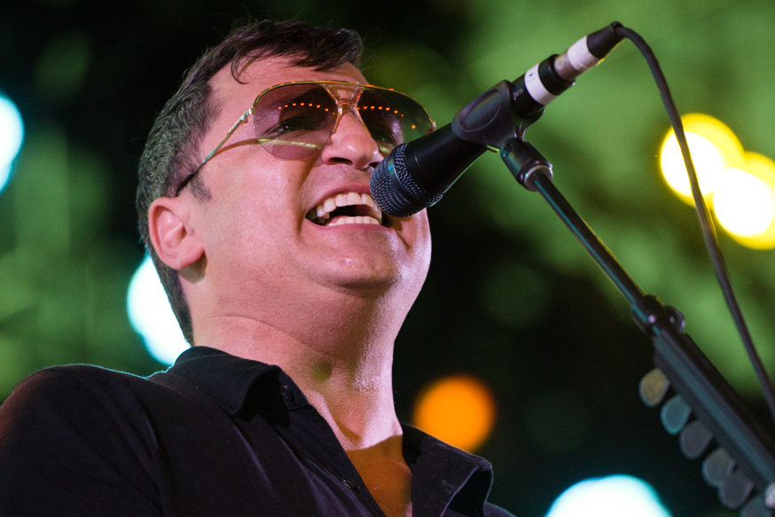 Greg Dulli of The Afghan Whigs belts it out in Mojave tent on Friday.