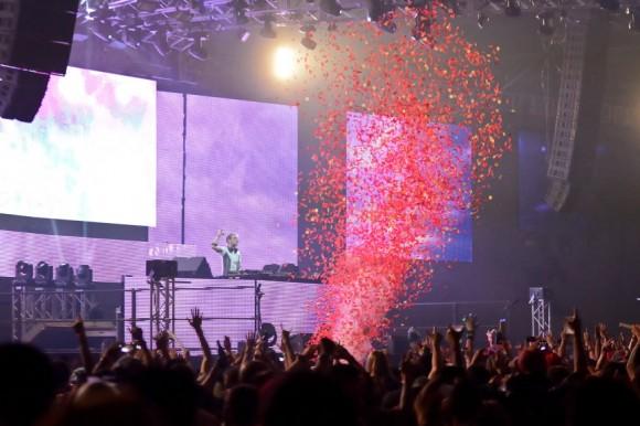 Armin Van Buuren ending the show with a blast!