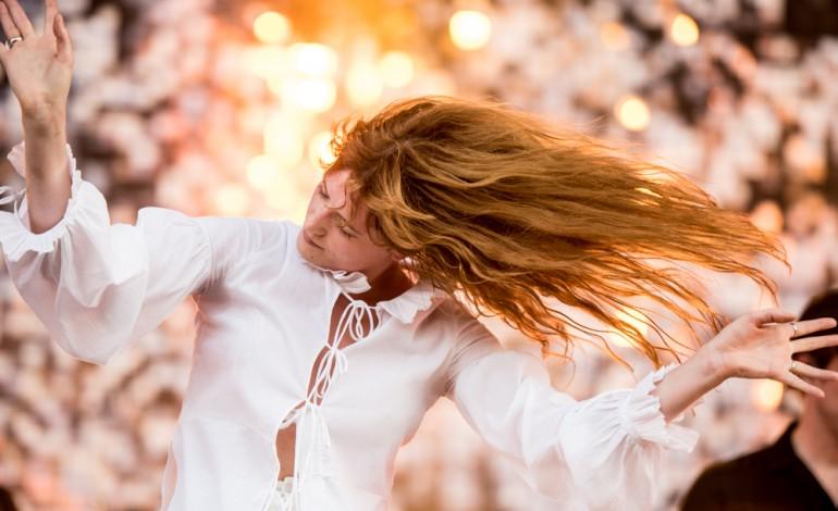 Florence + The Machine Announces Spring 2016 Tour Dates Featuring Grimes