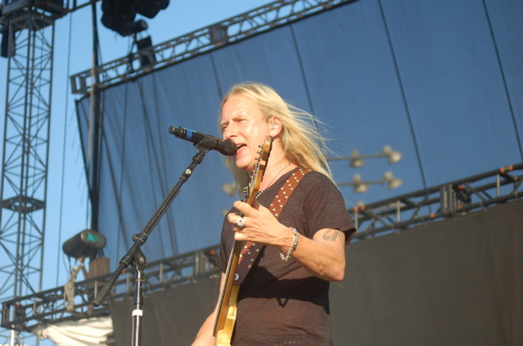 alice in chains announce summer 2015 tour dates mxdwn music. Black Bedroom Furniture Sets. Home Design Ideas