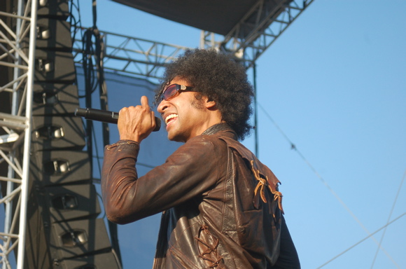 """William DuVall Releases New Video for Acoustic Song """"Smoke and Mirrors"""""""