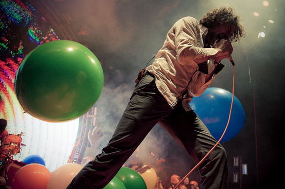 The Flaming Lips Play Clouds Taste Metallic Live In It's Entirety For The First Time