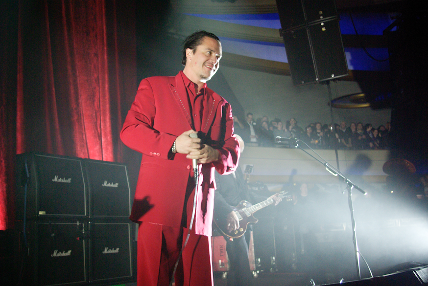 WATCH: Mike Patton Performs Virginal Co Ordinates at Sacrum Profanum in Krakow