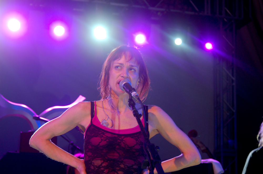 "Fiona Apple Debuts Jazzed-Up Cover of Mose Allison's ""Your Molecular Structure"""