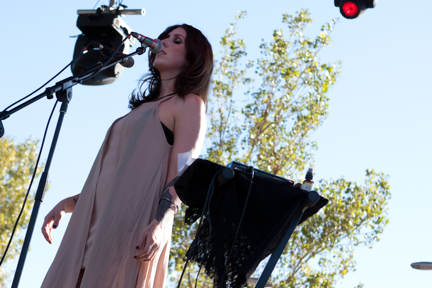 "Chelsea Wolfe Releases New Song ""After The Fall"""