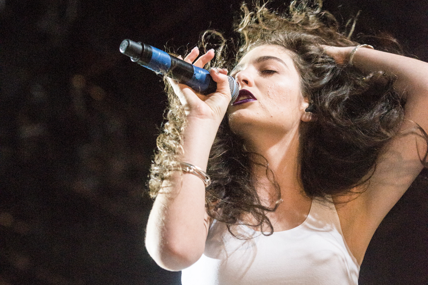 "Lorde's Debut Single ""Royals"" Receives RIAA Diamond Certification"