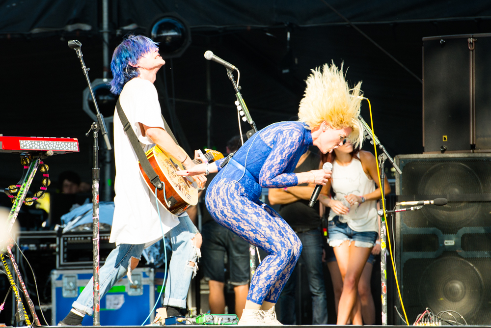 "Grouplove Covers The Beastie Boys' ""Sabotage"" at Coachella 2017"