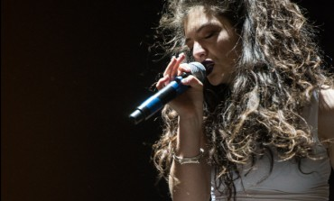 "Lorde Covers St. Vincent's ""New York"" in New York with Jack Antonoff"
