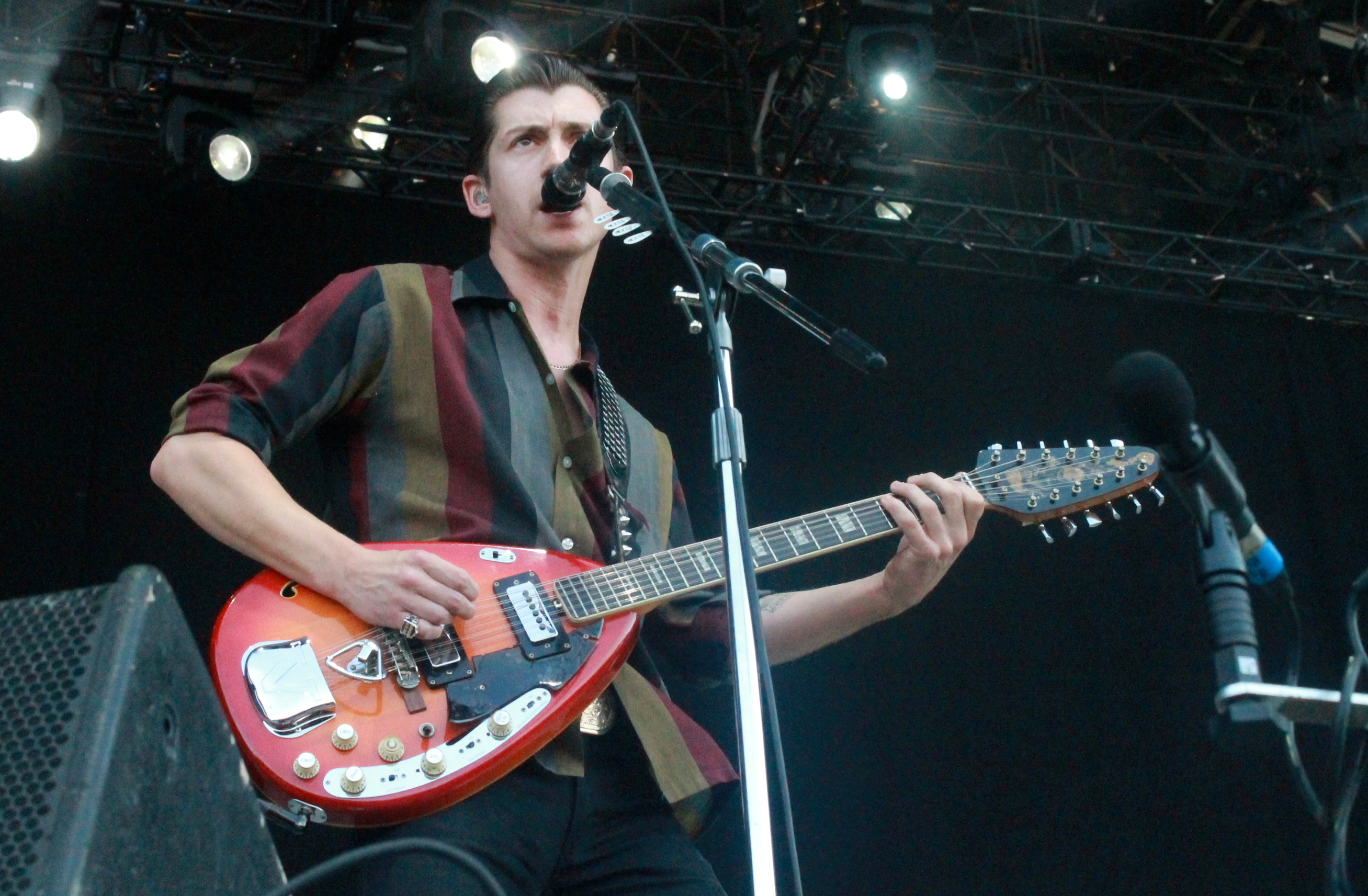 "Arctic Monkeys Cover The Strokes ""Is This It?"" in New York"