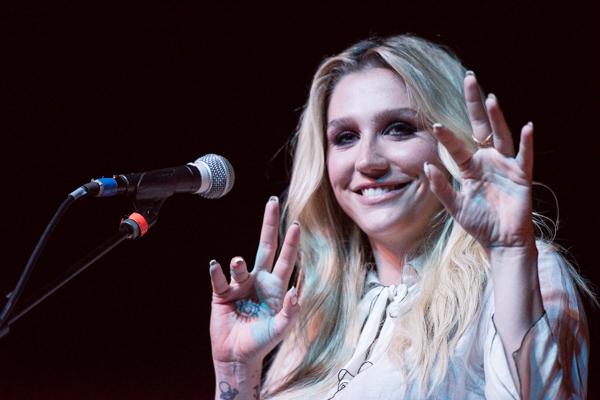 Brian Wilson Tribute_SharonAlagna_033015-13_Kesha