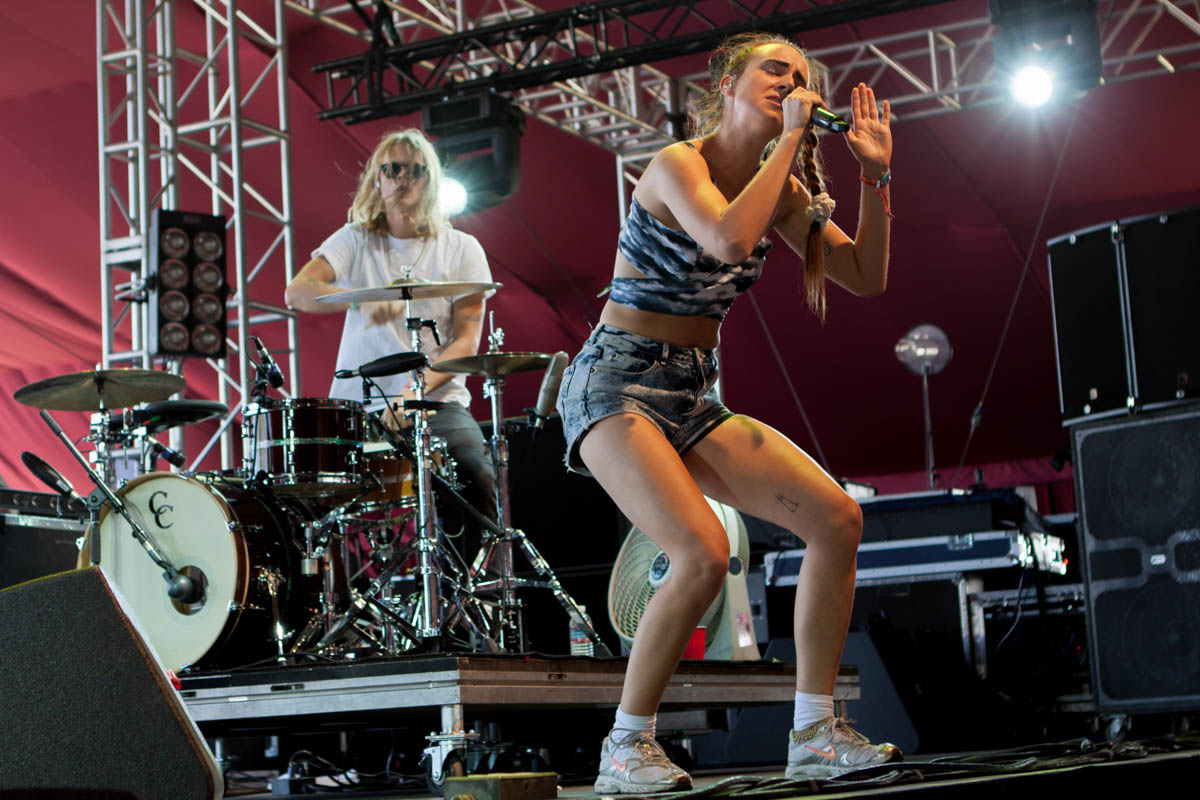 MØ laying it down for the audience in the Gobi Tent.