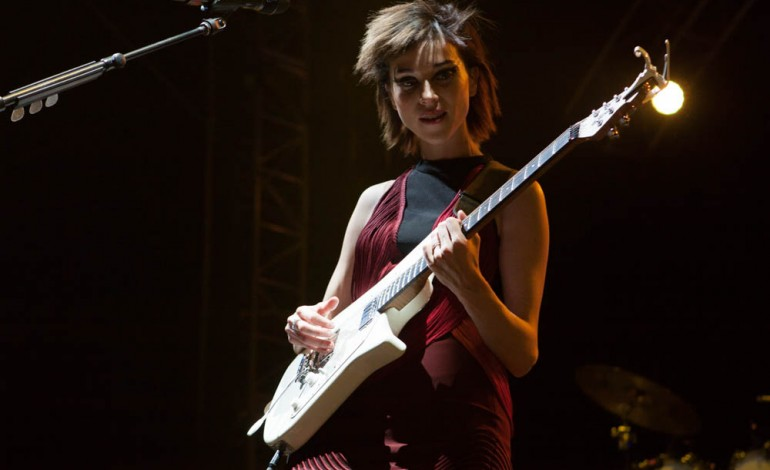"""St. Vincent Posts Video Covering Sleater Kinney's """"Modern Girl"""" Before a Show"""