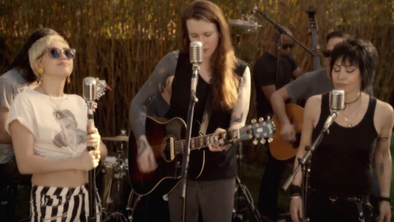 Watch Miley Cyrus Joan Jett And Laura Jane Grace Cover The Replacements Androgynous Mxdwn Music