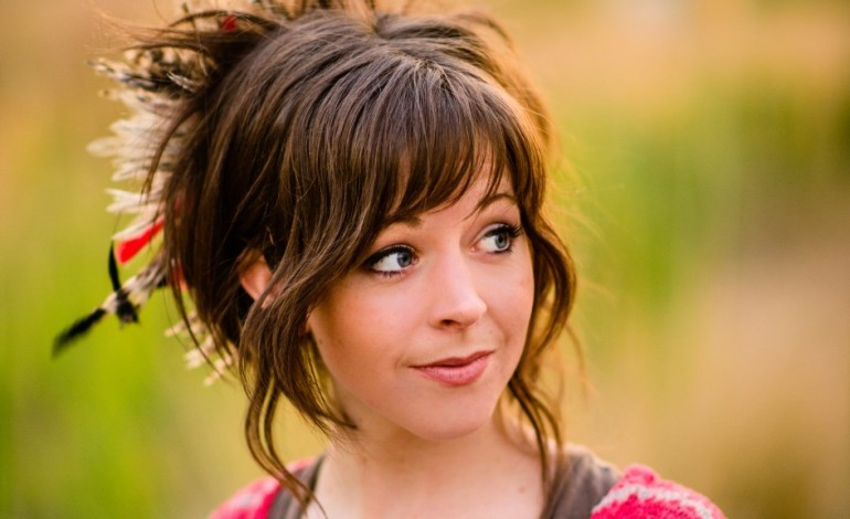 """Lindsey Stirling Debuts Music Video for New Single """"Artemis"""""""
