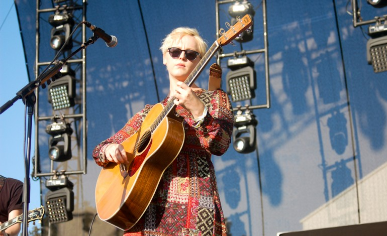 """Laura Marling and Mike Lindsay's Collaborative Project Lump Shares Video For """"May I Be The Light"""""""