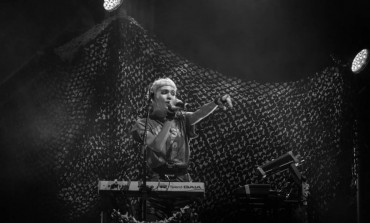 """Grimes Debuts Ferocious Synth-Pop Track """"My Name Is Dark"""""""