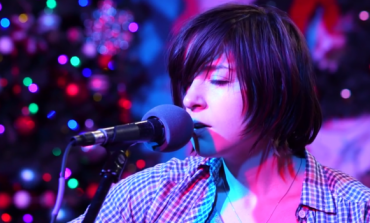 """WATCH: Laura Stevenson Covers Elliot Smith's """"Angel In The Snow"""""""