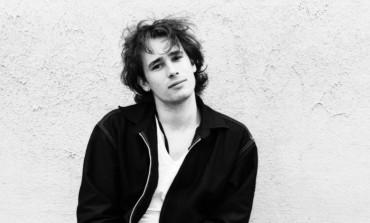 "LISTEN: Jeff Buckley Covers Dylan's ""Just Like A Woman"""