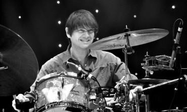 "Billy Bragg Joins Wilco at Newport Folk Festival for ""California Stars"""