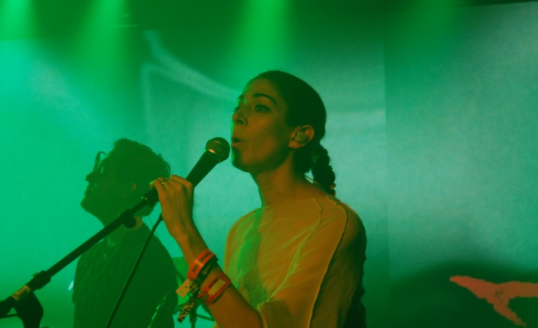 """Caroline Polachek Announces Debut Solo Album Pang and Shares Two New Songs """"Ocean of Tears"""" and """"Parachute"""""""
