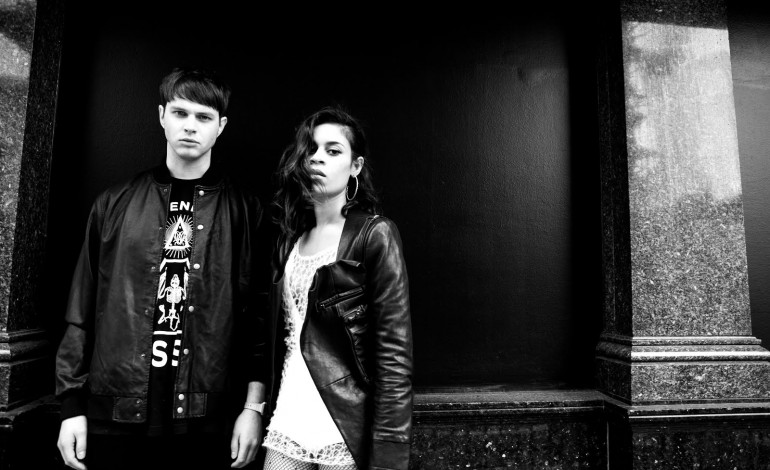"LISTEN: AlunaGeorge Releases New Song ""Mediator"""