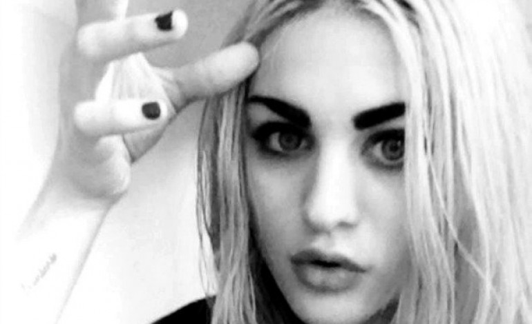 """WATCH: Frances Bean Cobain Performs Jimmy Eat World's """"The Middle"""" On Instagram"""