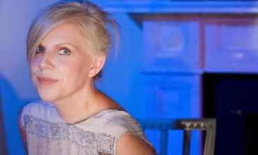 """LISTEN: Tanya Donelly Releases New Cover Of Elliot Smith's """"Between The Bars"""""""