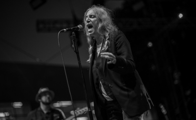 "Patti Smith Covers Neil Young's ""After the Gold Rush"" on The Tonight Show"