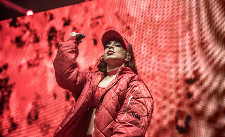 """Charli XCX Releases Upbeat Electronic-Pop Song """"Warm"""" Featuring HAIM"""