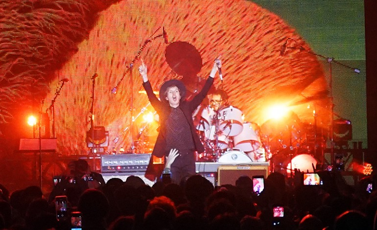 Beck Says in Interview He's Not a Scientologist