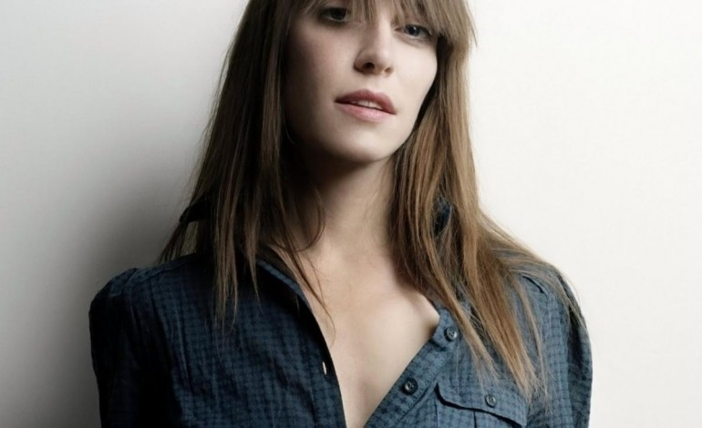"""WATCH: Feist Performs """"Hey, That's No Way To Say Goodbye"""" in Honor of Leonard Cohen at the Juno Awards"""