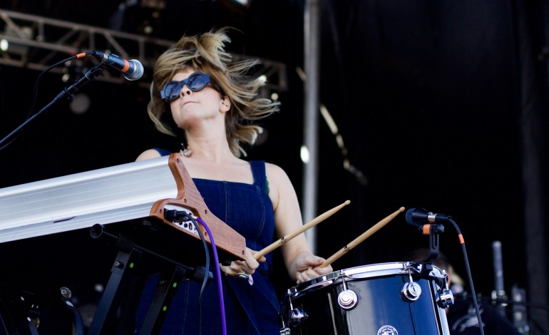 """Watch Nicole Atkins, Brandi Carlile and Bedouine Join Lucius for Cover of Richard Swift's """"Most of What I Know"""" at Newport Folk Festival"""