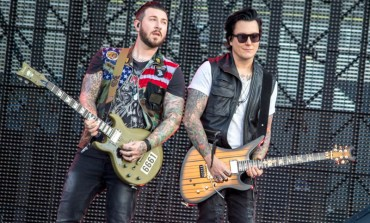 """Avenged Sevenfold Releases New Live Acoustic Video for """"Hail to the King"""""""