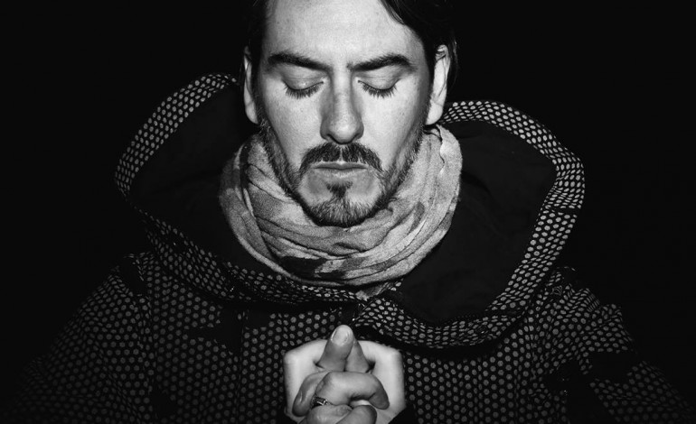 "Dhani Harrison Announces Winter 2017 Tour Dates and Unveils Dark New Song ""Admiral Of Upside Down"""