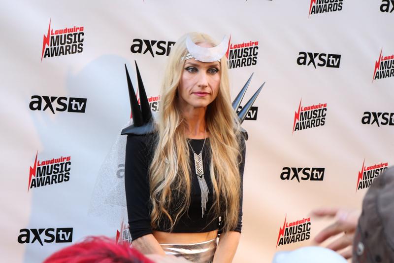 Jill-Janus-Loudwire-Awards-MA-10242017