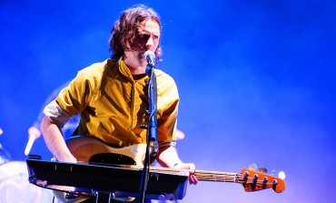 "Beck Joins Phoenix on Stage to Perform ""Lost Cause"" and ""Jackass"""