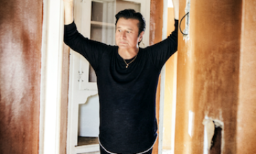 "Steve Perry of Journey Returns With Solo Track ""No Erasin'"" from New Album Traces out October 2018"