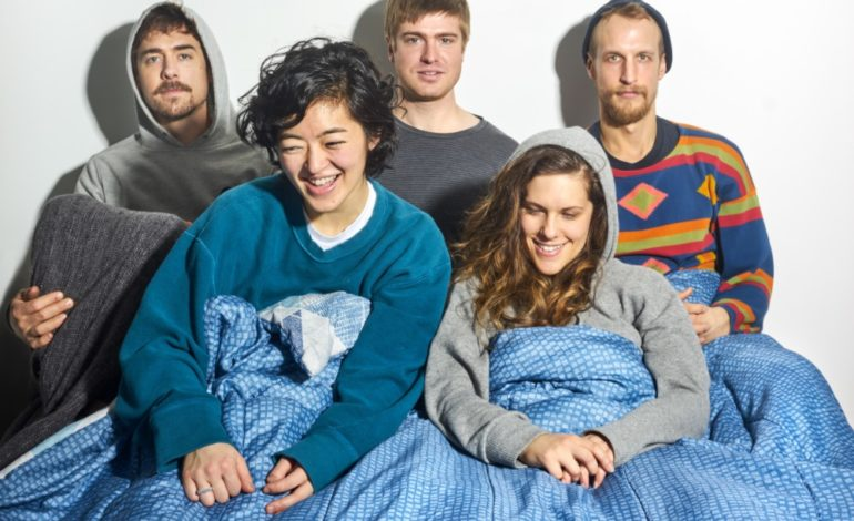 "mxdwn PREMIERE: Toebow Share Groovy New Psych-Pop Gem with ""Bed in Breakfast"""