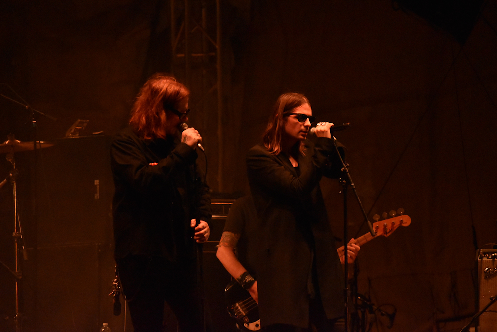 """Wesley Eisold of Cold Cave Joins Mark Lanegan for """"Playing Nero"""" at Psycho Las Vegas 2019"""
