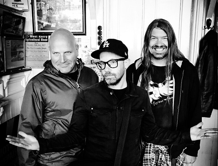 """mxdwn PREMIERE: Ultimate Fakebook Are Guests on Low-Budget Talk Show """"After Hours At Melin's"""" Video from First New Album in 16 Years"""
